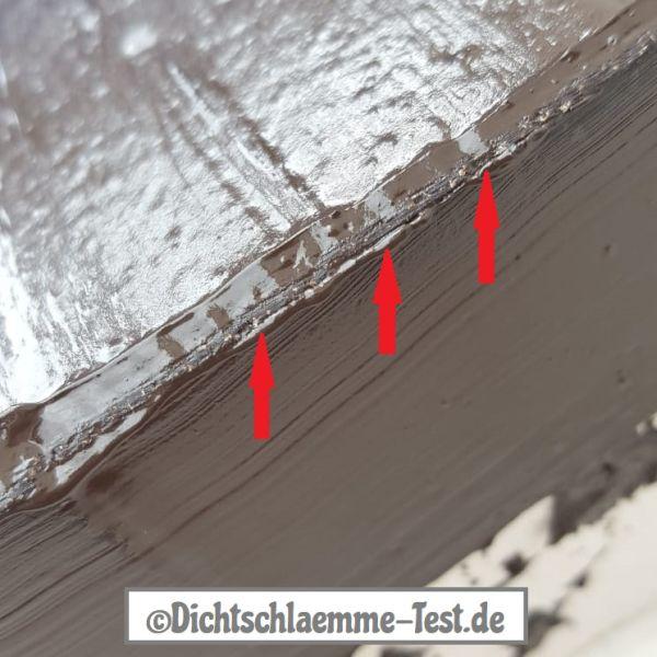 Bitumen streichen mit Bitumenfarbe